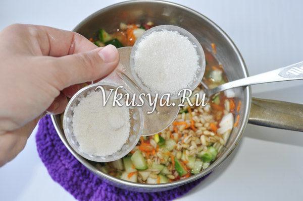 Добавьте соль и сахар