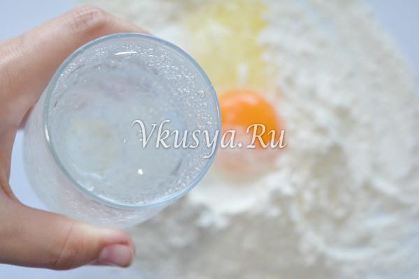Влейте газированную воду