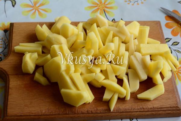 Нарежьте картофель