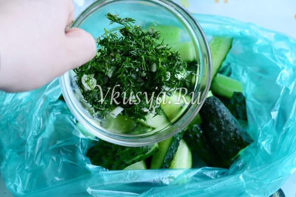 Добавьте зелень и чеснок