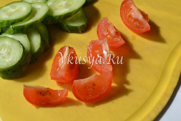 Нарезаю помидоры