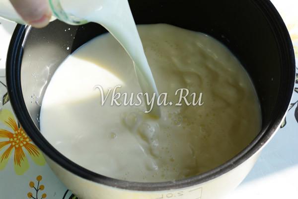 Влейте молоко