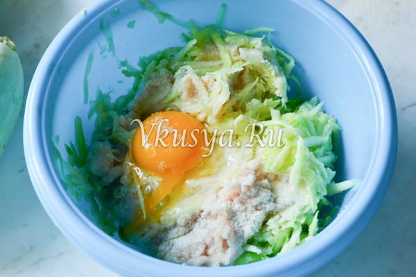 Оладьи из кабачков с фаршем на сковороде-4