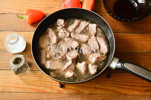 Свинина тушеная с овощами-6