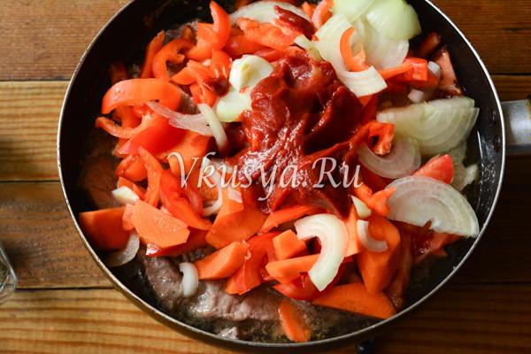 Свинина тушеная с овощами-7